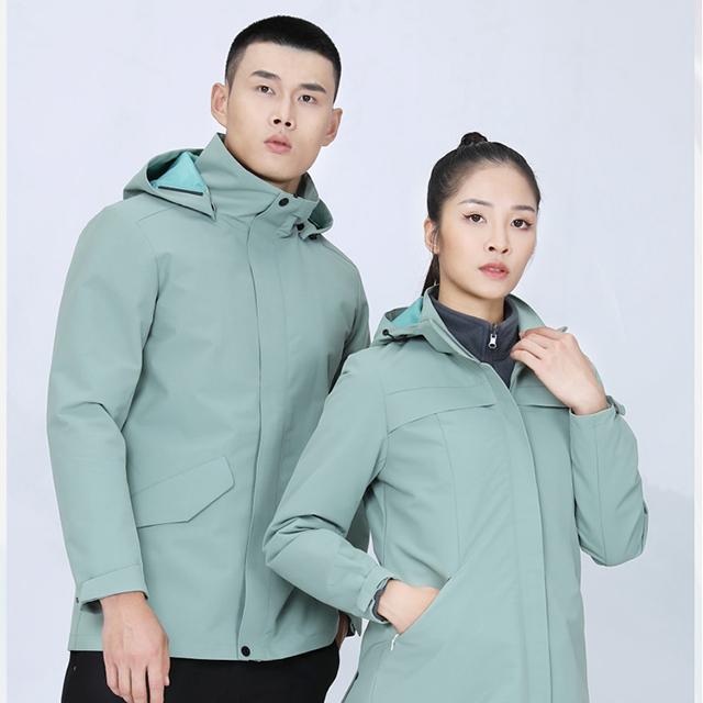 秋冬团体冲锋衣定制,运动服的热门选择!
